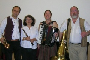 Die Fränkischen Straßenmusikanten: Lissy Heilgenthal, Hans Heilgenthal, Steffi Zachmeier, Heiner Filsner (v.l.n.r.)